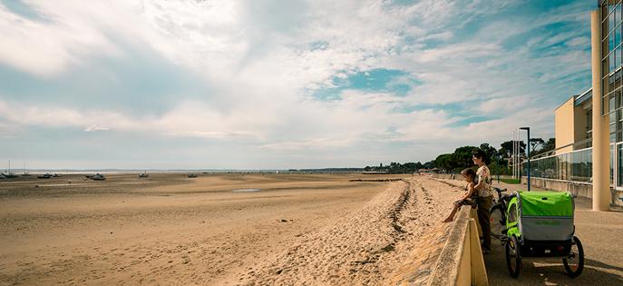 Le Bassin d'Arcachon est idéale pour des vacances à vélo en famille. Profitez à votre rythme des magnifiques paysages et activités.