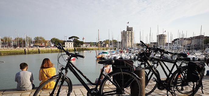 La Vélodyssée passe par La Rochelle. C'est une belle ville pour les activités en famille comme déguster une glace sur le vieux port ou visiter le somptueux aquarium.